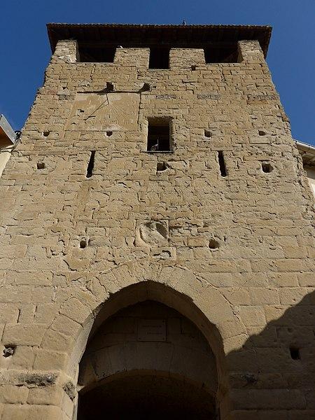 Photo du Monument Historique Porte fortifiée de l'ancien village situé à Montvendre