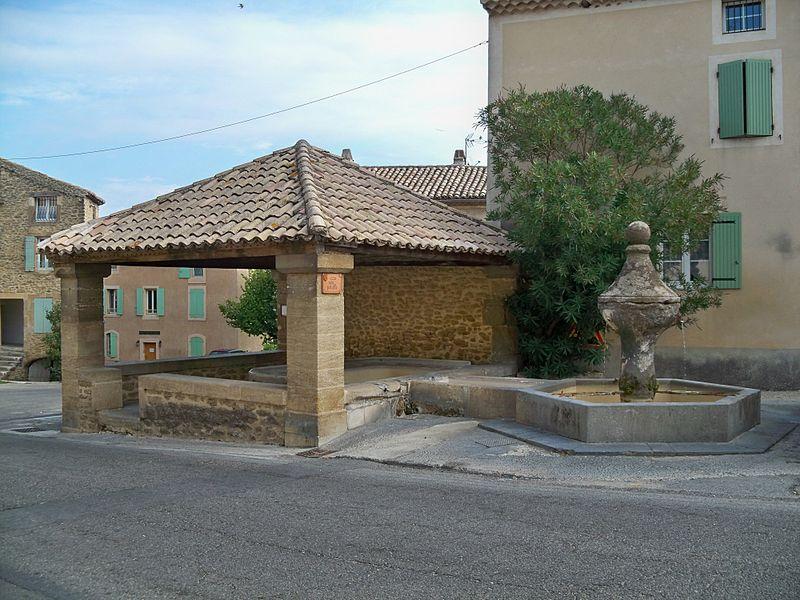 Photo du Monument Historique Fontaine publique situé à Rochegude