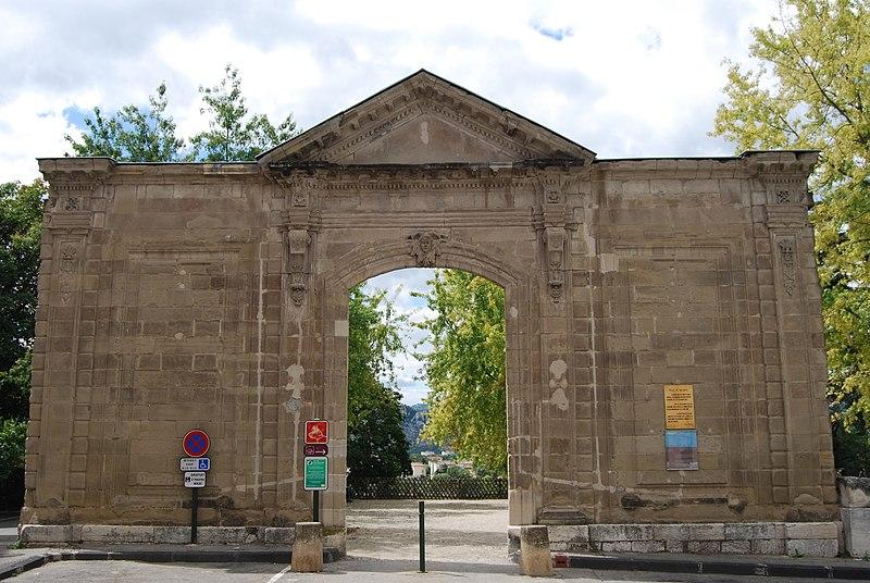 Photo du Monument Historique Ancienne abbaye de Saint-Ruf le Haut situé à Valence