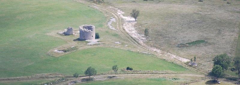 Photo du Monument Historique Moulins à vent de la Mure situé à Vassieux-en-Vercors