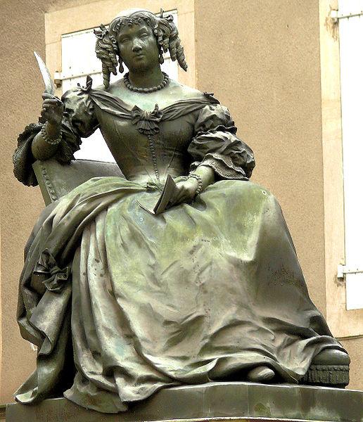 Photo du Monument Historique Statue de Madame de Sévigné situé à Grignan