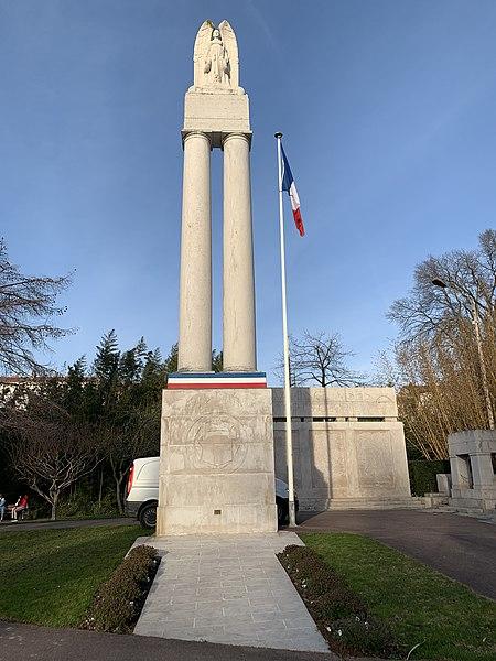 Photo du Monument Historique Monument aux morts situé à Valence