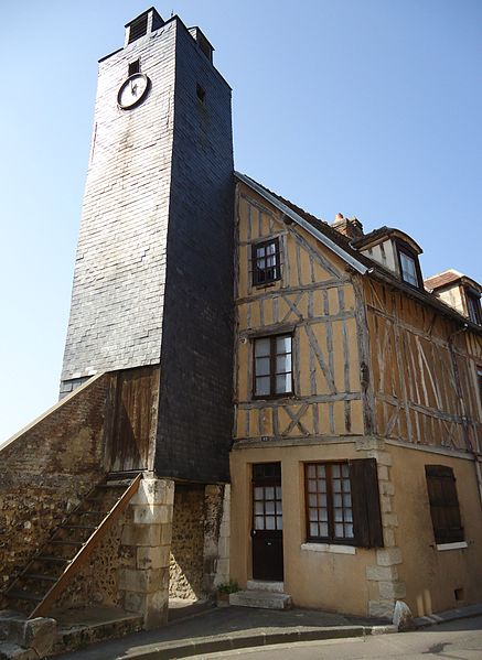Photo du Monument Historique Maison et ancien beffroi de la Madeleine situé à Les Andelys