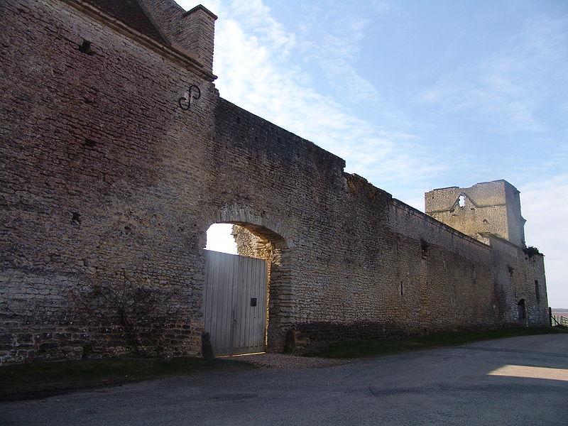 Photo du Monument Historique Ancien manoir, dit Ferme du Fort situé à Authevernes