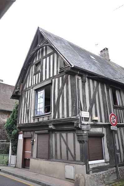 Photo du Monument Historique Maison à pans de bois situé à Bernay
