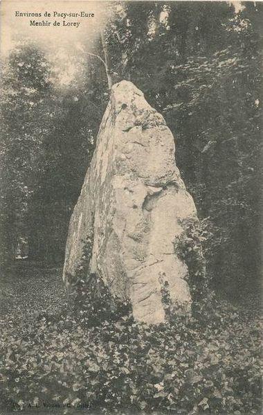 Photo du Monument Historique Menhir dit La Pierre-Frite situé à Breuilpont