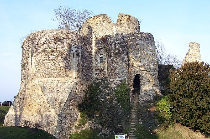 Photo du Monument Historique Ruines du donjon situé à Conches-en-Ouche