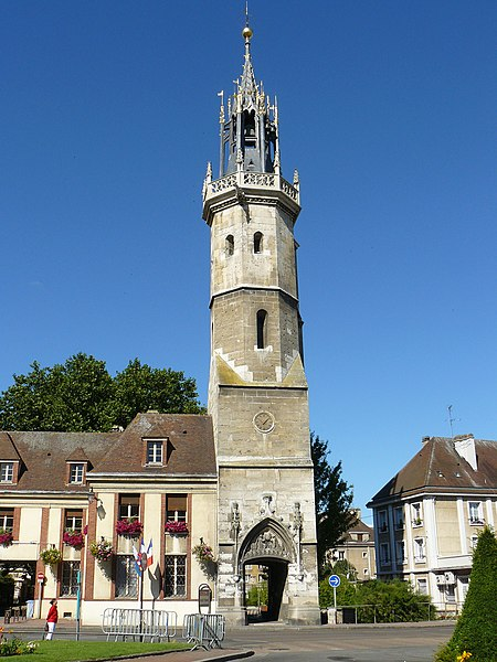 Photo du Monument Historique Tour de l'Horloge situé à Evreux