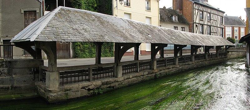 Photo du Monument Historique Lavoir situé à Gisors