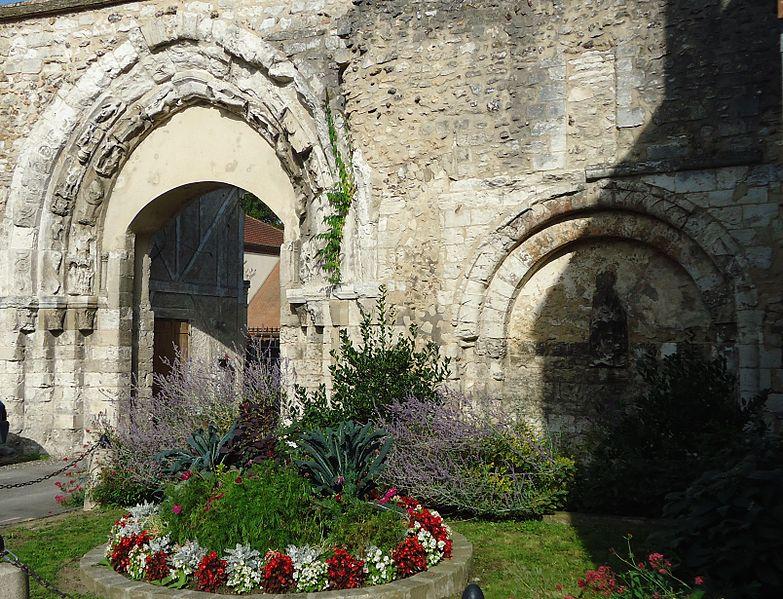 Photo du Monument Historique Ancienne abbaye situé à Ivry-la-Bataille