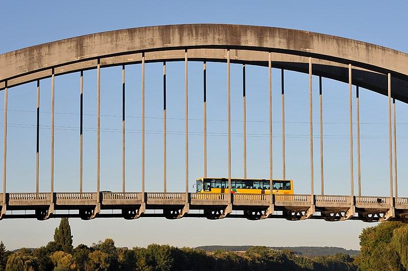 Photo du Monument Historique Pont sur la Seine situé à Saint-Pierre-du-Vauvray