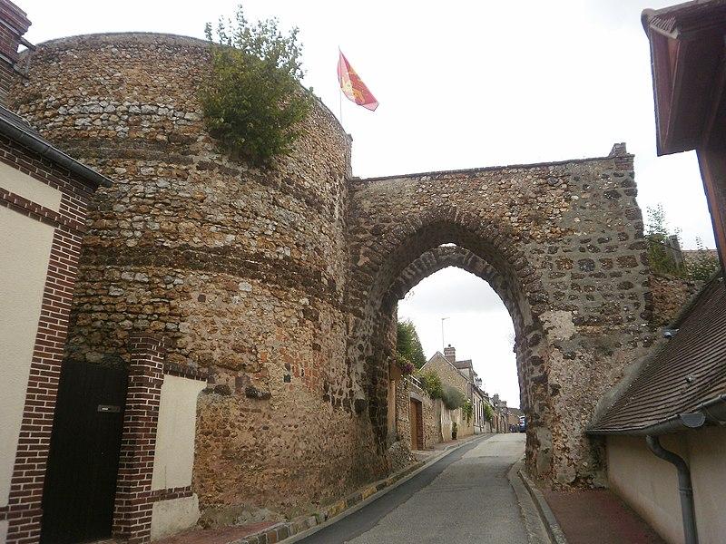 Photo du Monument Historique Ancienne porte fortifiée situé à Tillières-sur-Avre