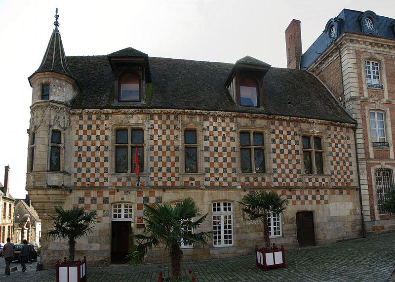 Photo du Monument Historique Maison de la Renaissance, dite Maison à tourelle situé à Verneuil-sur-Avre