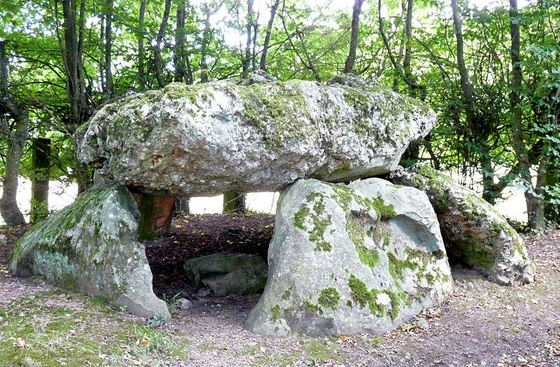 Photo du Monument Historique Dolmen dit la Grosse Pierre situé à Verneusses