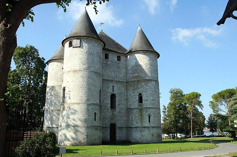 Photo du Monument Historique Ancien château de Vernonnet, dit Château des Tourelles situé à Vernon