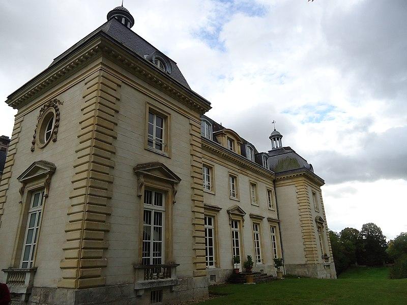 Photo du Monument Historique Château du Buisson-de-Mai situé à Saint-Aquilin-de-Pacy