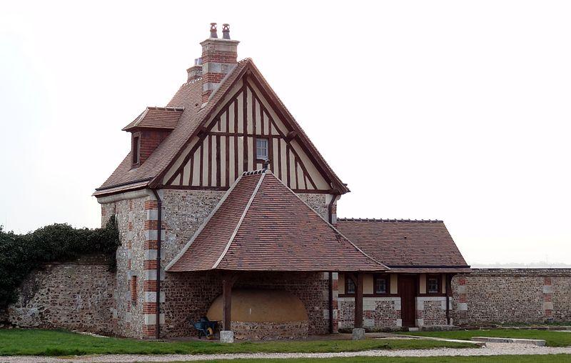 Photo du Monument Historique Ancienne commanderie de templiers de Saint-Etienne-de-Renneville situé à Sainte-Colombe-la-Commanderie