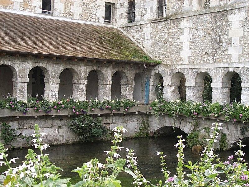 Photo du Monument Historique Ancien couvent des Pénitents, puis prison, puis école de musique situé à Louviers