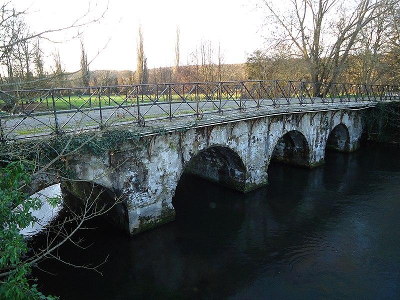 Photo du Monument Historique Pont des Planches situé à Acquigny
