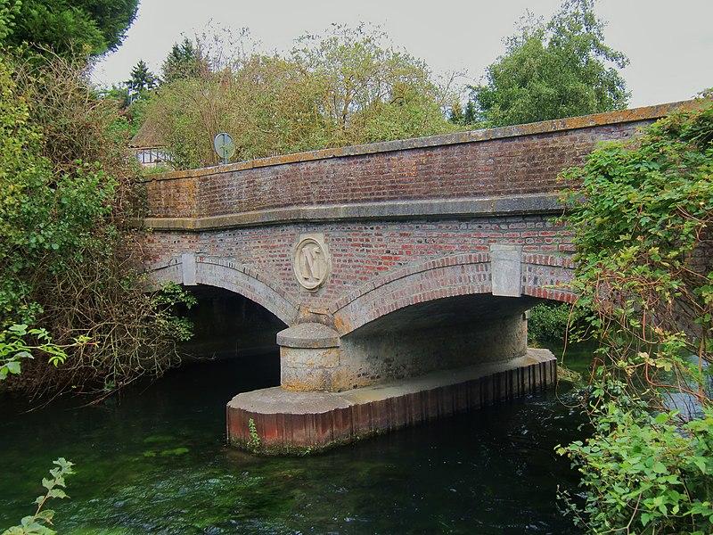 Photo du Monument Historique Pont Napoléon, franchissant le canal des Moulins, sur le CV 18 situé à Corneville-sur-Risle