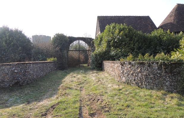 Photo du Monument Historique Ruines de la tour de Bois-Ruffin et ses ouvrages avancés situé à Arrou