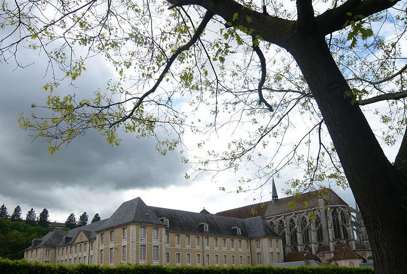 Photo du Monument Historique Ancienne abbaye de Saint-Père-en-Vallée, actuellement annexe du lycée Marceau situé à Chartres