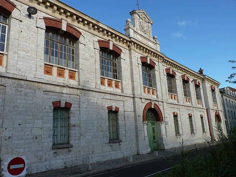 Photo du Monument Historique Ancien couvent des Cordeliers, actuellement lycée Marceau situé à Chartres