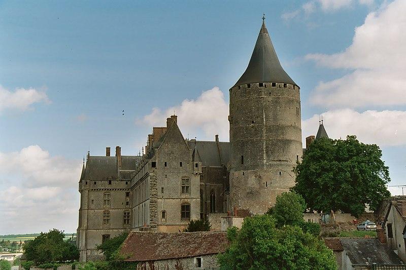 Photo du Monument Historique Château et ses abords situé à Châteaudun