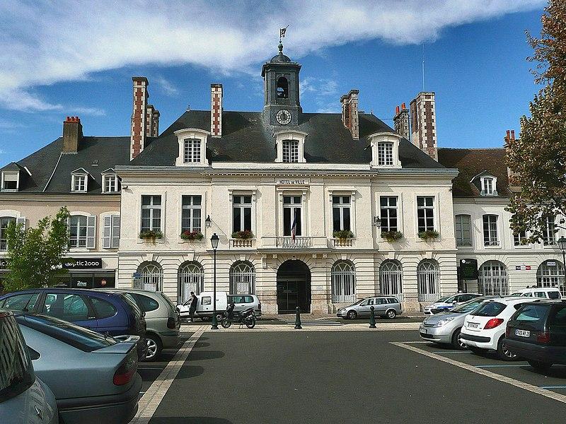 Photo du Monument Historique Hôtel de ville situé à Châteaudun