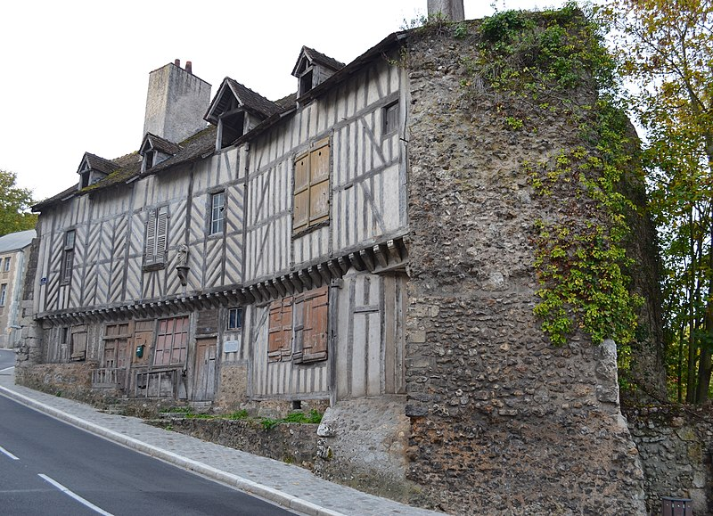 Photo du Monument Historique Maison de la Vierge et restes de la Porte d'Abas situé à Châteaudun