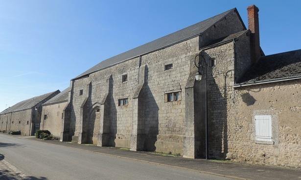 Photo du Monument Historique Ancienne grange dîmière situé à Cormainville