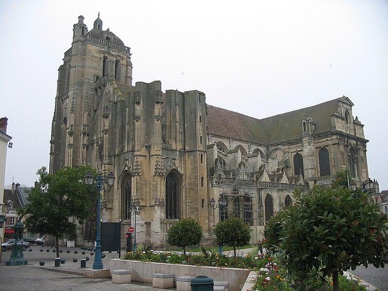 Photo du Monument Historique Eglise Saint-Pierre situé à Dreux