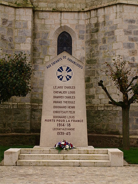 Photo du Monument Historique Eglise Saint-Etienne situé à Garancières-en-Beauce