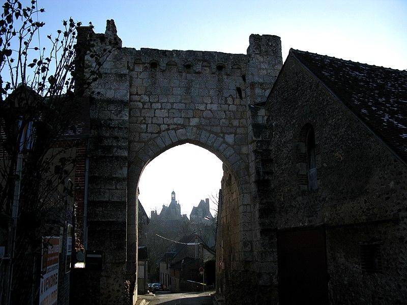 Photo du Monument Historique Porte Roland situé à Montigny-le-Gannelon
