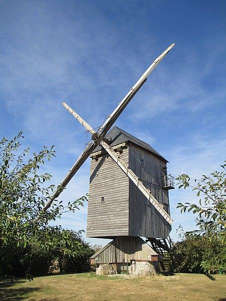 Photo du Monument Historique Moulin à vent de Chesnay situé à Moutiers
