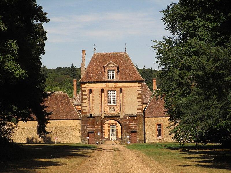 Photo du Monument Historique Château de la Rivière situé à Pontgouin