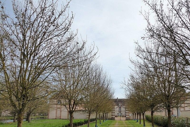 Photo du Monument Historique Château situé à Saint-Lubin-des-Joncherets