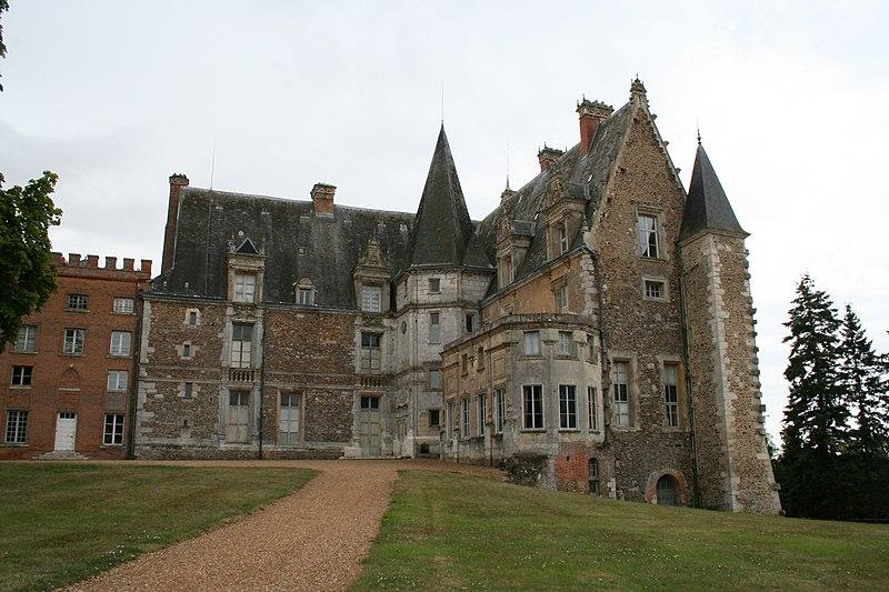 Photo du Monument Historique Château de Courtalain et ses dépendances situé à Arrou