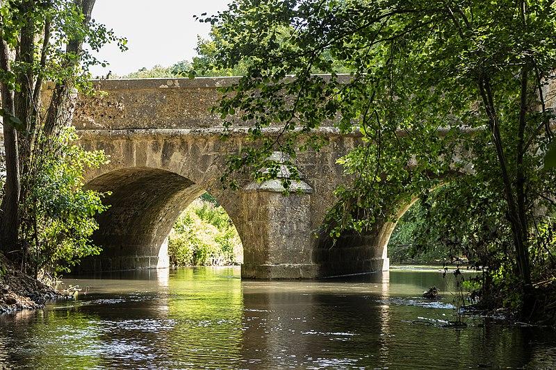 Photo du Monument Historique Pont de la Bellassière situé à Crécy-Couvé