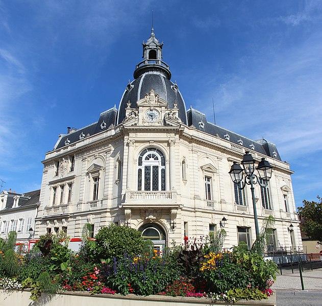 Photo du Monument Historique Hôtel de Caisse d'Epargne situé à Dreux