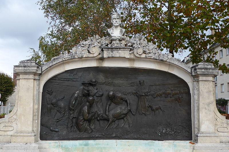 Photo du Monument Historique Monument à Pasteur situé à Chartres
