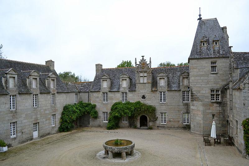 Photo du Monument Historique Manoir de Tronjoly situé à Cléder
