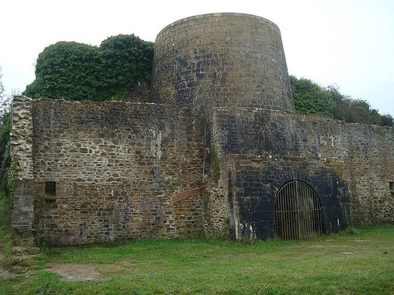 Photo du Monument Historique Four à chaux de l'Aber situé à Crozon