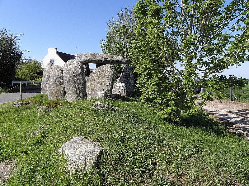Photo du Monument Historique Dolmen de Tréguelc'hier situé à Goulven