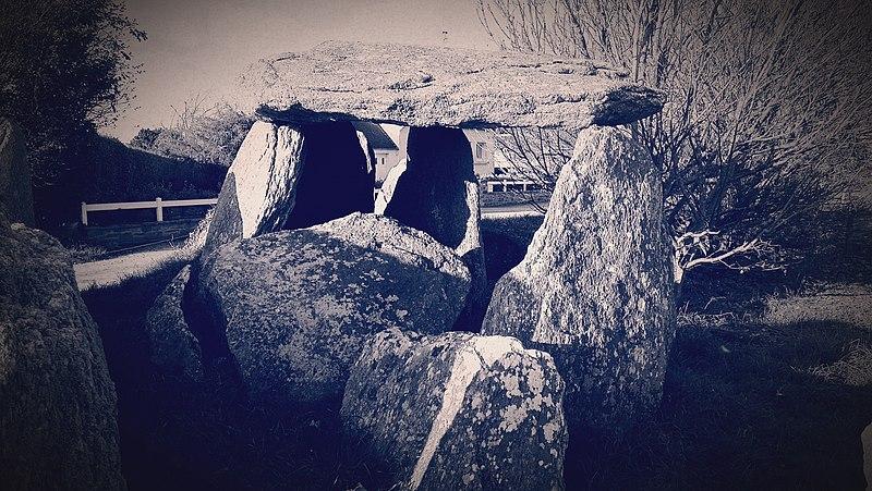 Photo du Monument Historique Dolmen à enceinte du Cosquer situé à Goulven