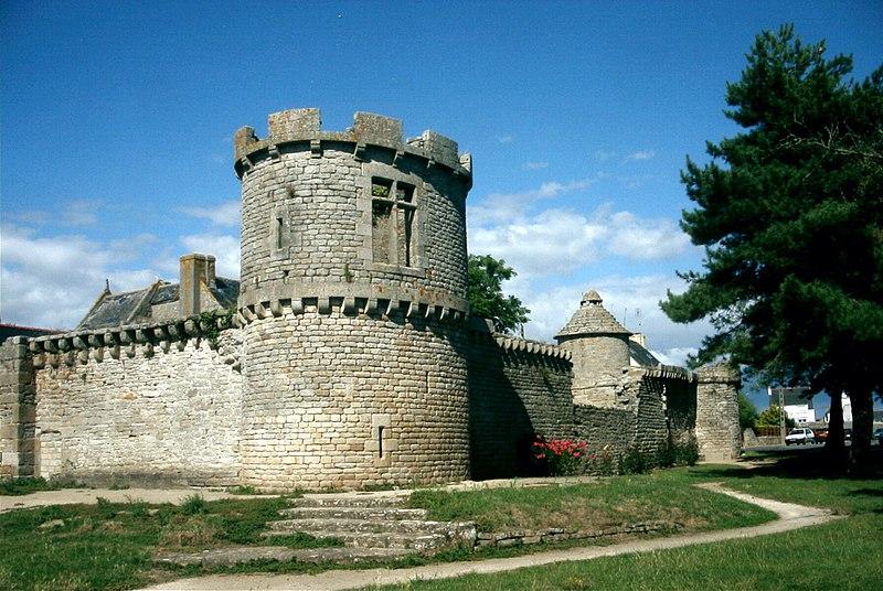 Photo du Monument Historique Manoir de Kergoz situé à Guilvinec