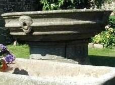 Photo du Monument Historique Vasque de Lézireur situé à Henvic
