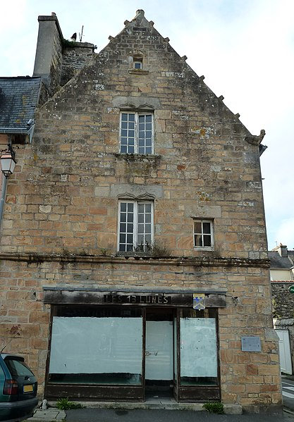 Photo du Monument Historique Maison du 16e siècle, dite des Treize Lunes situé à Landerneau