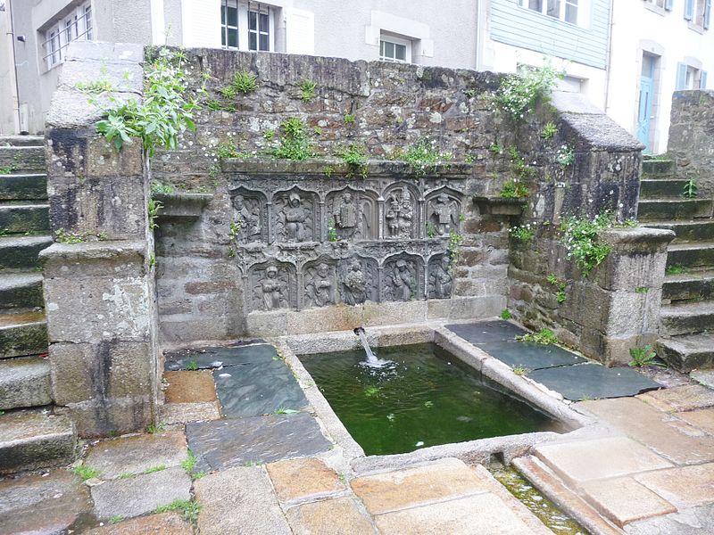 Photo du Monument Historique Fontaine de Saint-Thivisiau situé à Landivisiau