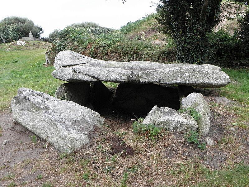 Photo du Monument Historique Dolmen d'Argenton situé à Landunvez